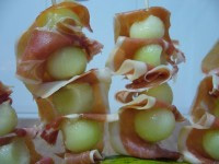 Brochetas de melón con jamón